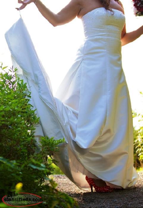 Wedding dress grand falls windsor newfoundland labrador for Wedding dresses idaho falls