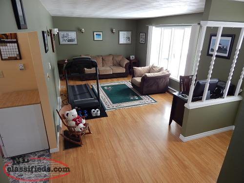 Multi level home in garnish sale pending garnish for Multi level homes for sale