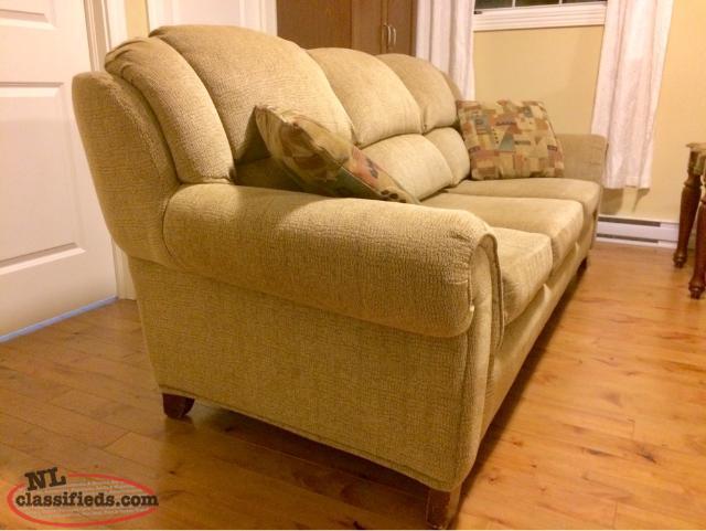Beautiful comfortable couch sofa corner brook for Comfortable family sofa
